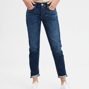 AE High waisted Tomgirl Style Jeans